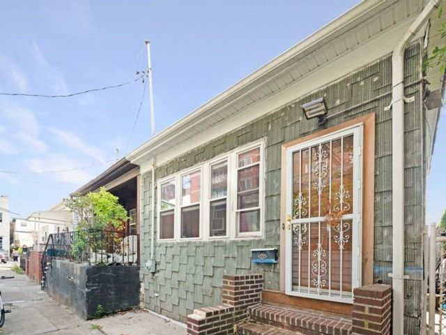 2 BR,  2.00 BTH  Single family style home in Brighton Beach