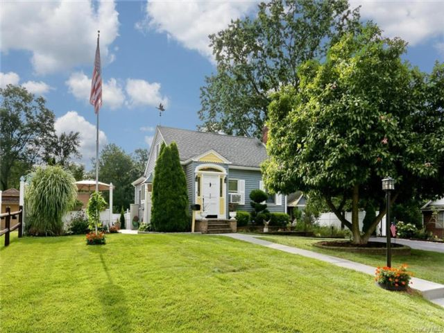 3 BR,  2.00 BTH Cape style home in Congers