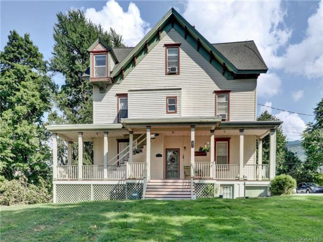 8 BR,  4.00 BTH Victorian style home in Cornwall
