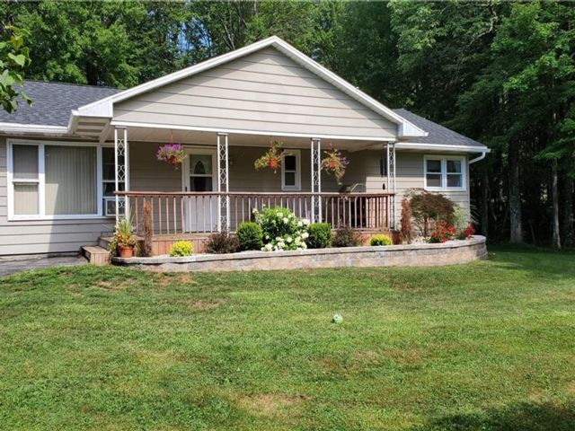 2 BR,  2.00 BTH Ranch style home in Fallsburg