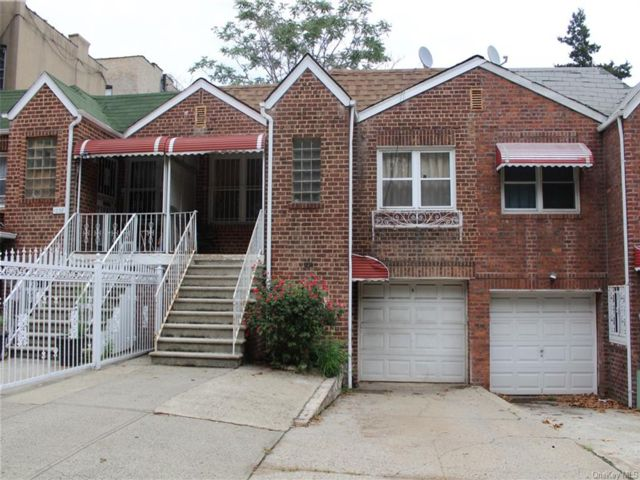 4 BR,  2.00 BTH  Ranch style home in Parkchester