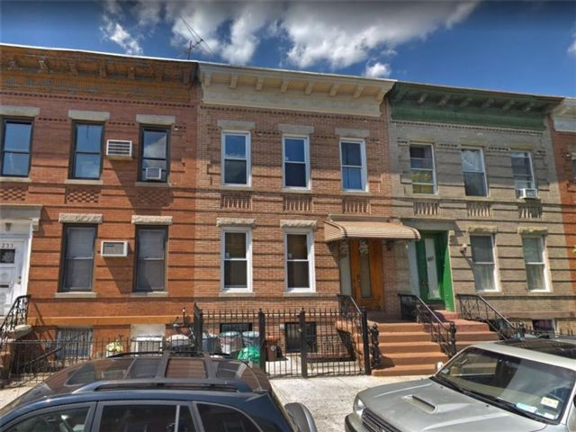 5 BR,  2.00 BTH  Multi-family style home in Greenpoint