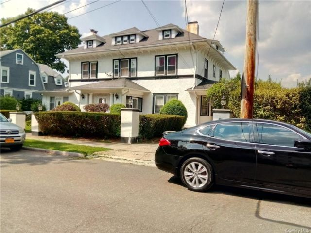 5 BR,  4.00 BTH House style home in Mount Vernon