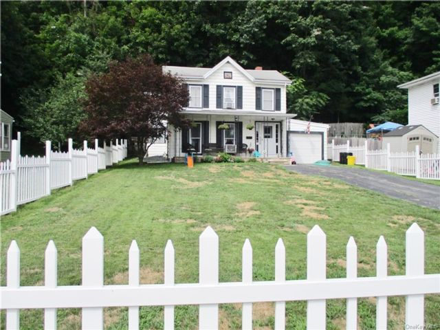 4 BR,  1.00 BTH Colonial style home in Port Jervis