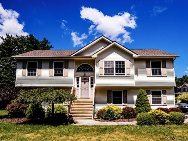 4 BR,  3.00 BTH Bilevel style home in Mount Hope