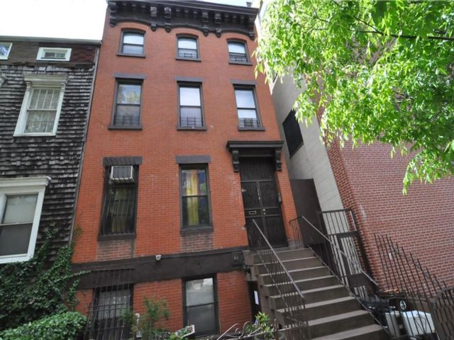 4 BR,  0.00 BTH Multi-family style home in Fort Greene