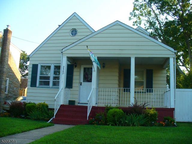 3 BR,  1.55 BTH Cape cod style home in Linden