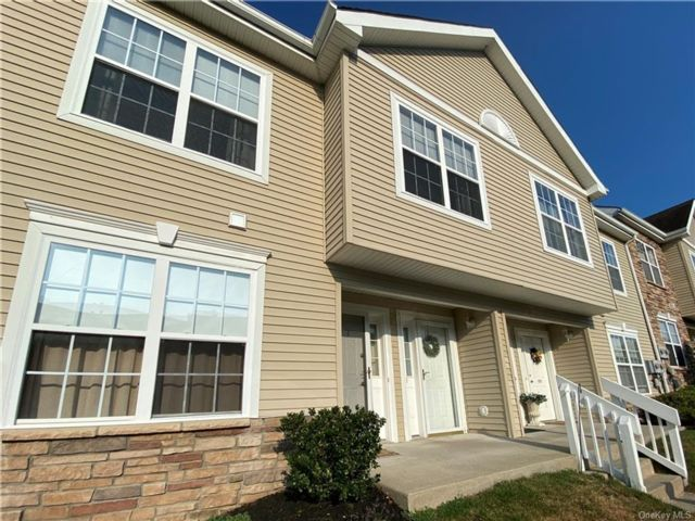 2 BR,  2.00 BTH  Townhouse style home in Newburgh