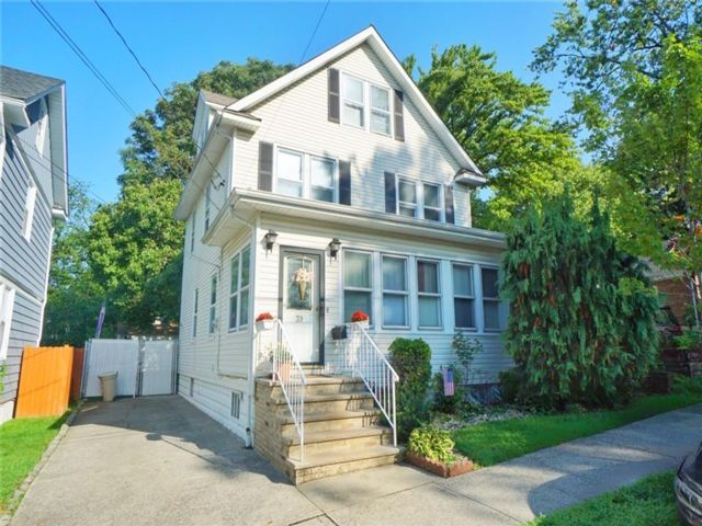 5 BR,  2.00 BTH  Single family style home in Grymes Hill