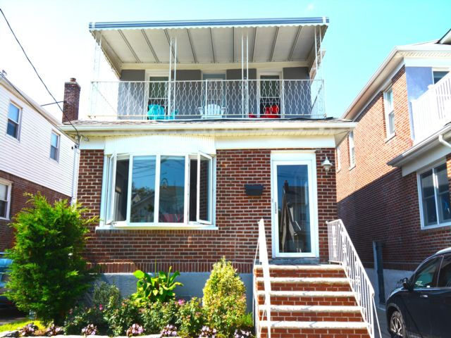 3 BR,  3.00 BTH 2 story style home in Rockaway Park