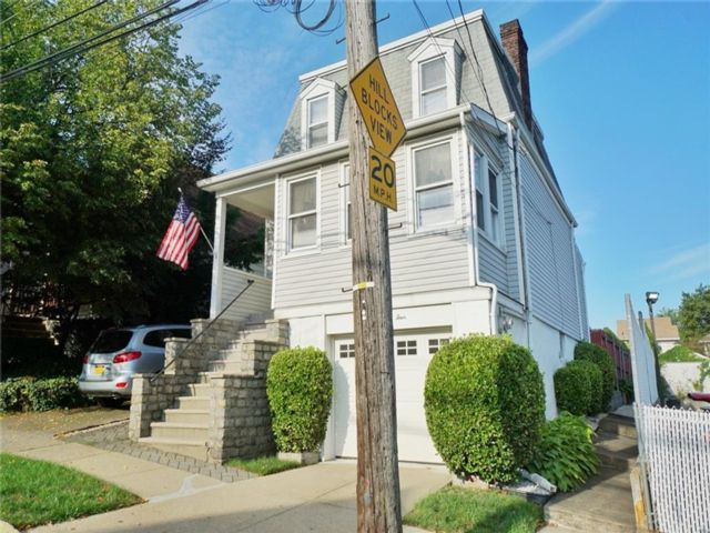 3 BR,  1.00 BTH Single family style home in West Brighton