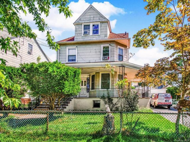 5 BR,  3.00 BTH Colonial style home in Mount Vernon
