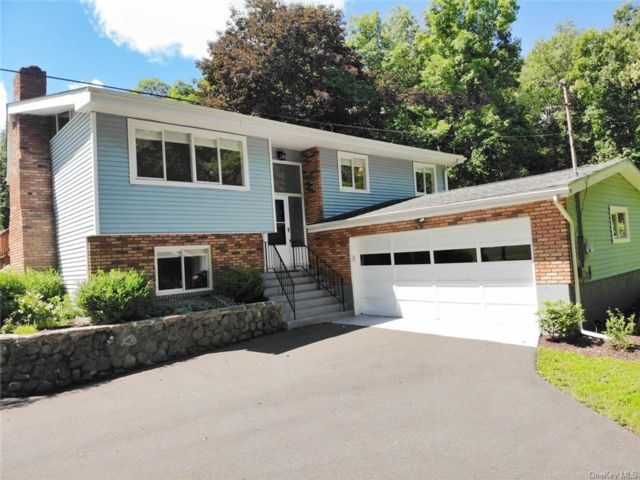 3 BR,  2.00 BTH Raised ranch style home in Blooming Grove