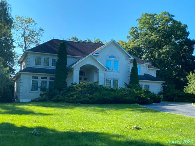 5 BR,  4.00 BTH  Custom style home in Green Brook