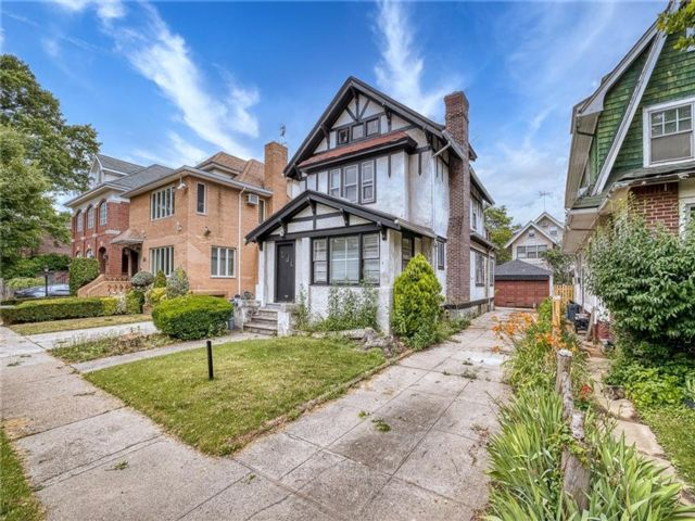 5 BR,  3.00 BTH Single family style home in Midwood