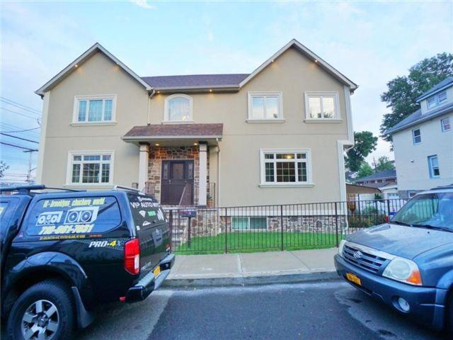 3 BR,  3.00 BTH Multi-family style home in Shore Acres