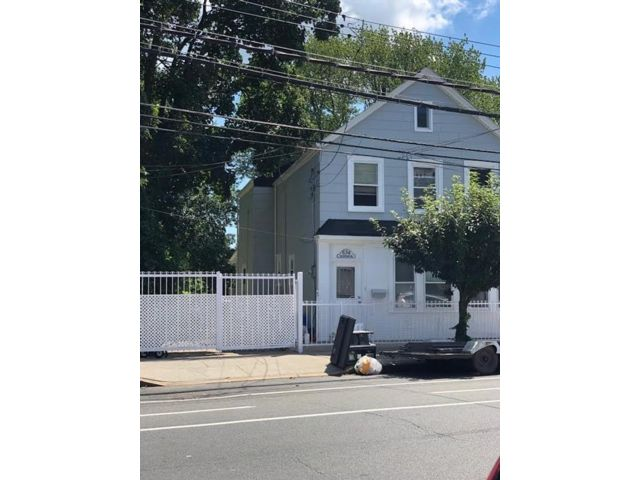 4 BR,  2.00 BTH  Single family style home in Concord