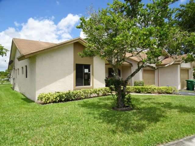 2 BR,  2.00 BTH Villa style home in Fort Lauderdale