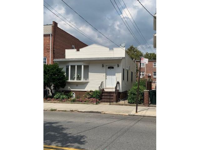 2 BR,  2.00 BTH Single family style home in Sheepshead Bay