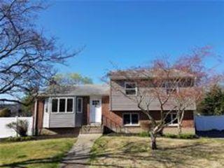 3 BR,  1.50 BTH Split style home in Huntington
