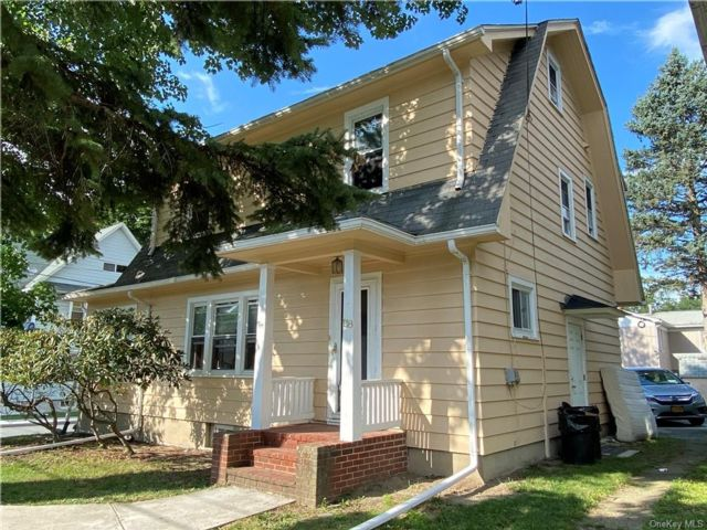 3 BR,  2.00 BTH  Colonial style home in Middletown