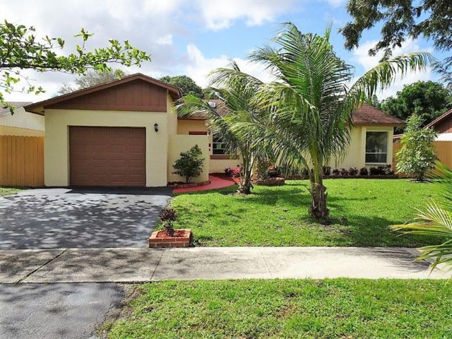 3 BR,  2.00 BTH  Ranch style home in Deerfield Beach