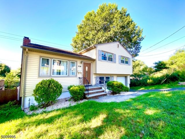 5 BR,  2.00 BTH  Split level style home in Union