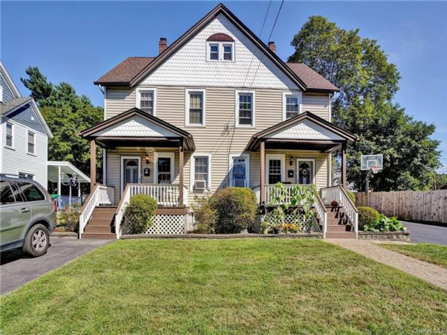 6 BR,  2.00 BTH 2 story style home in Cornwall