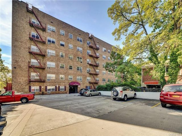 1 BR,  1.00 BTH Mid rise style home in Yonkers