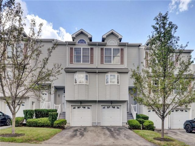 2 BR,  4.00 BTH Townhouse style home in New Windsor
