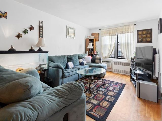3 BR,  2.00 BTH Co-op style home in Sheepshead Bay