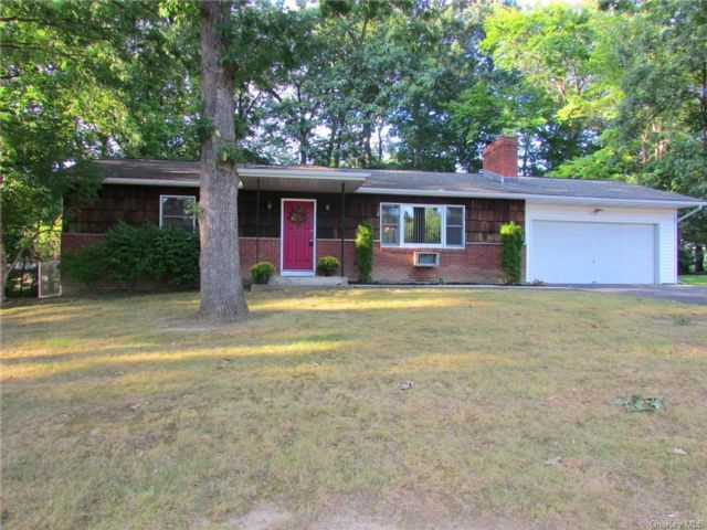 2 BR,  2.00 BTH Ranch style home in Newburgh