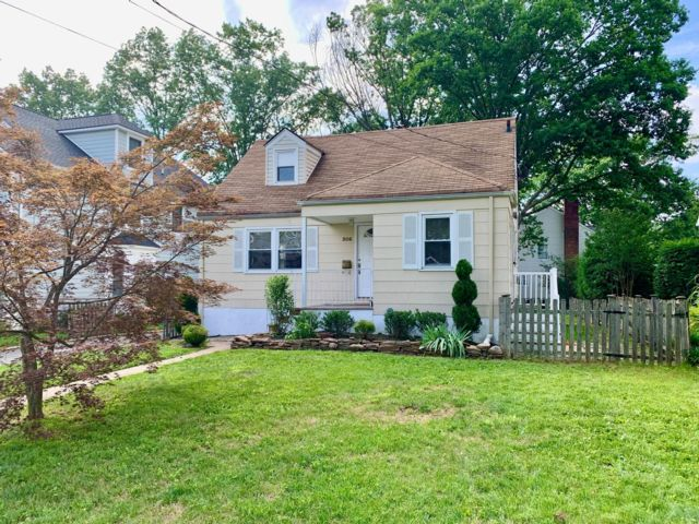 3 BR,  2.00 BTH Cape style home in Westfield