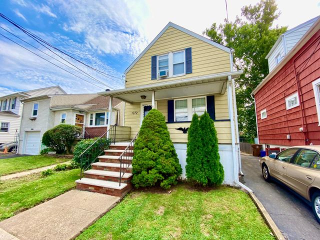 2 BR,  1.00 BTH Colonial style home in Linden