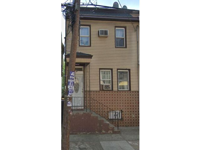 3 BR,  0.00 BTH  2 story style home in Newark