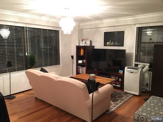 1 BR,  1.00 BTH Highrise style home in Jersey City