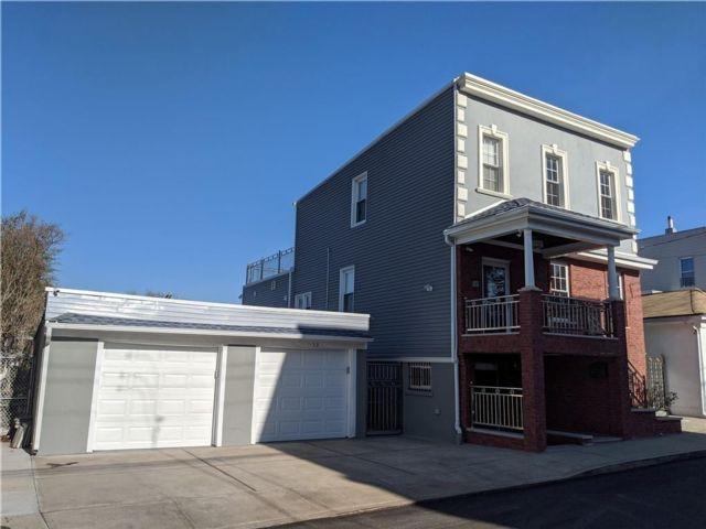 5 BR,  0.00 BTH Multi-family style home in Rosebank