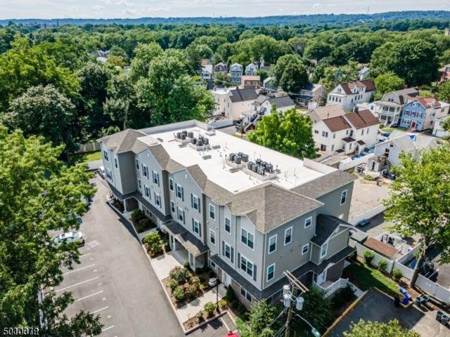2 BR,  1.50 BTH Multi floor uni style home in Bloomfield