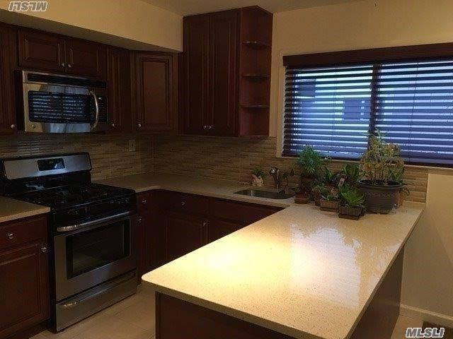 1 BR,  1.00 BTH Apartment style home in Howard Beach