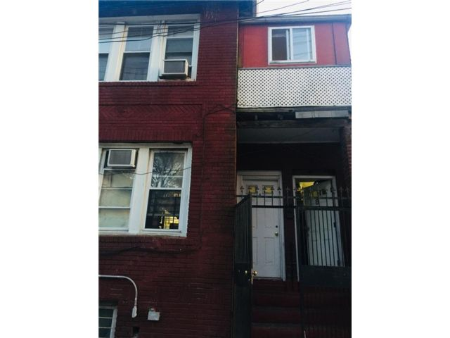 6 BR,  5.00 BTH  Multi-family style home in Brighton Beach