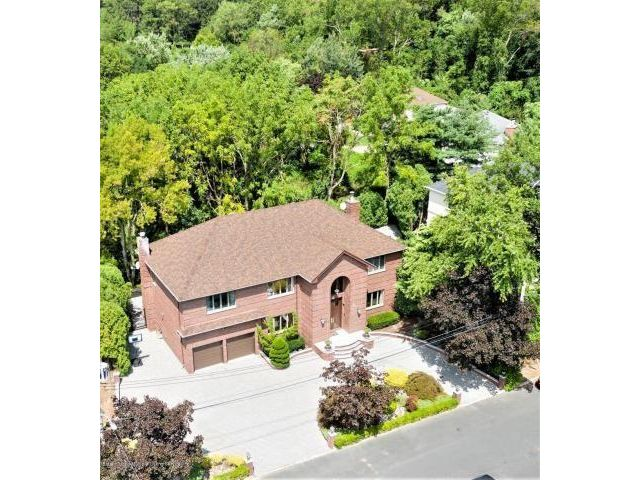4 BR,  6.00 BTH Single family style home in Se Annandale