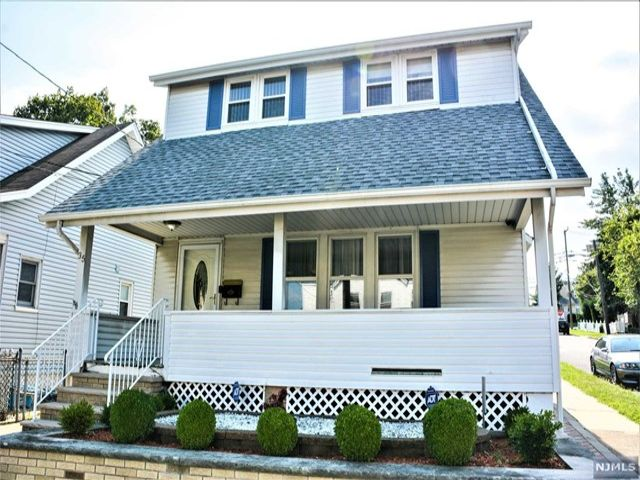 3 BR,  1.50 BTH  Colonial style home in Clifton