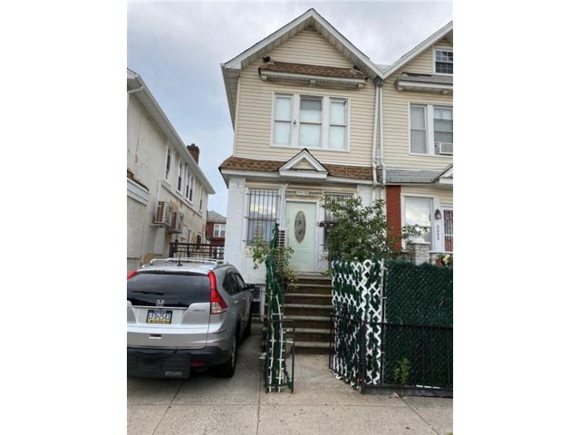 5 BR,  5.00 BTH  Multi-family style home in Brighton Beach