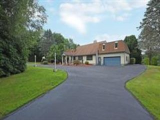 4 BR,  3.50 BTH Contemporary style home in Millbury