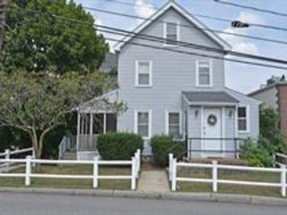 4 BR,  2.50 BTH Colonial style home in South Waltham