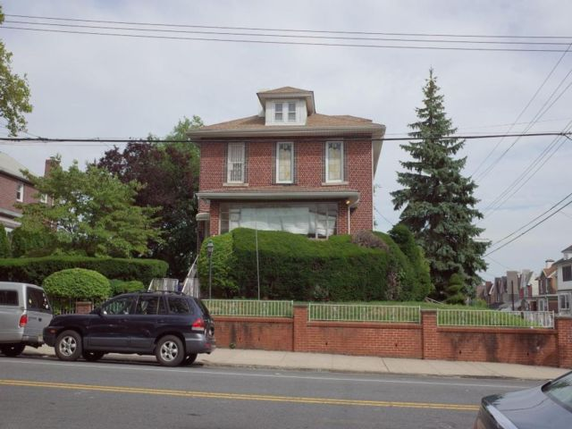 4 BR,  4.00 BTH  Single family style home in Dyker Heights
