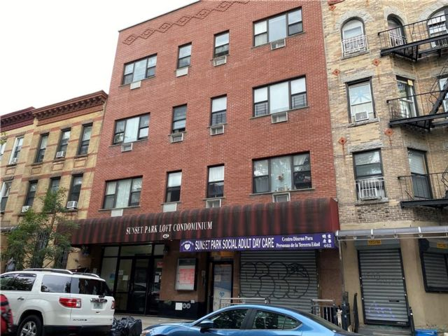 Studio,  3.00 BTH  Condominium style home in Sunset Park