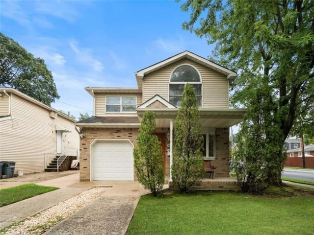 4 BR,  4.00 BTH Multi-family style home in Great Kill