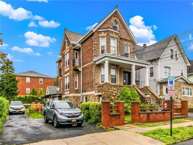 5 BR,  3.00 BTH  Other style home in Yonkers