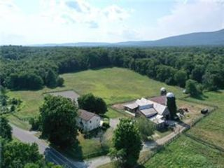 5 BR,  4.00 BTH Colonial style home in Shawangunk